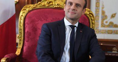 20h : Macron annoncera la fermeture de sa grande gueule