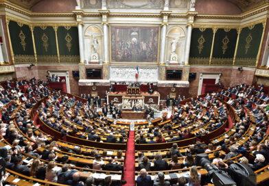Scandale : Les députés LREM s'amusent à tousser sur les LFI dans les couloirs de l'AN