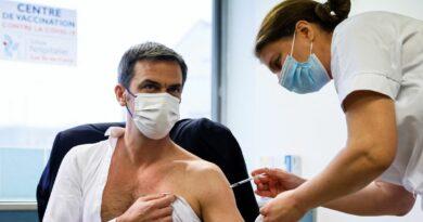 1 mois après s'être fait vacciner, O. Véran est toujours aussi con