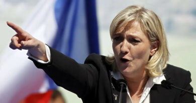 Marine Le Pen menace d'arrêter la politique si elle n'est pas innocentée